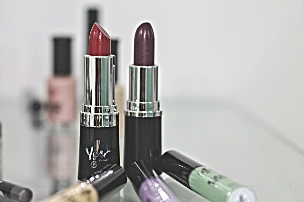 lipstick-388385_1920