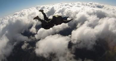parachute-713653_1280